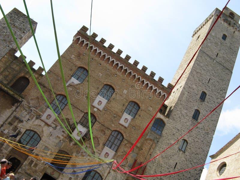 Italiaans vierkant tijdens een middeleeuws festival stock foto