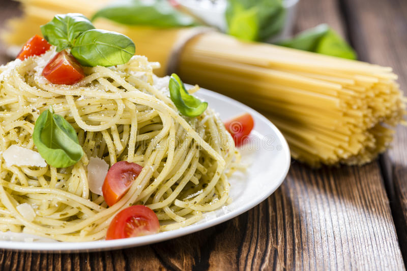 Italiaans Voedsel (Spaghetti met Pesto) stock foto's