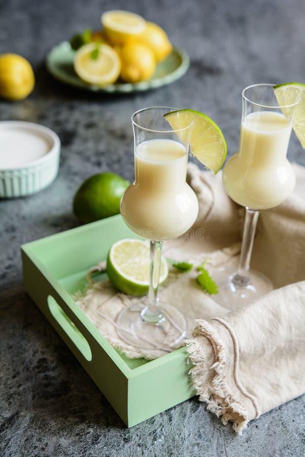 Italiaanse Alcoholische drank Crema Di Limoncello royalty-vrije stock afbeelding
