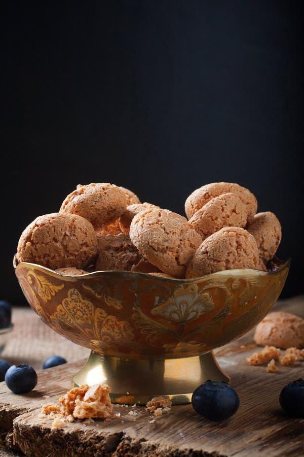 Italiaanse amaretti van het amandelkoekje stock afbeeldingen
