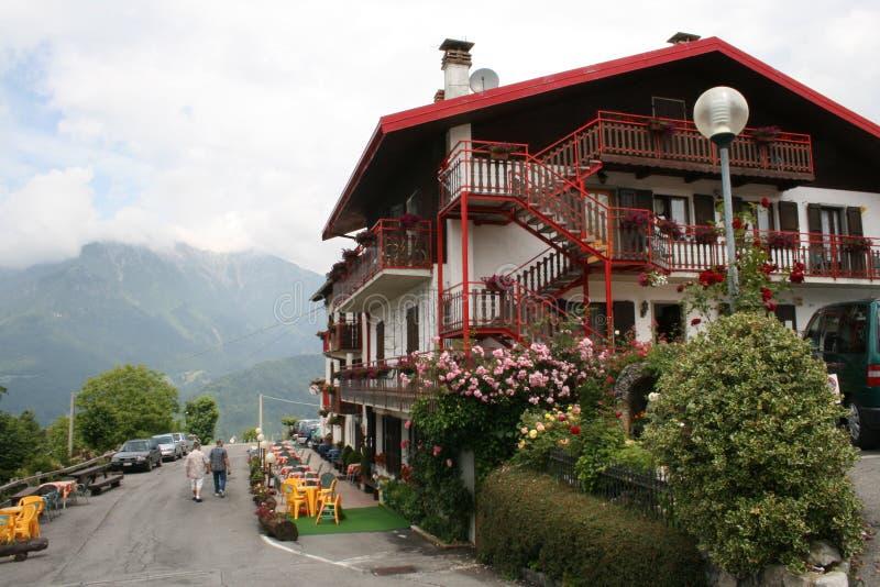 Italiaanse bergstad stock afbeelding