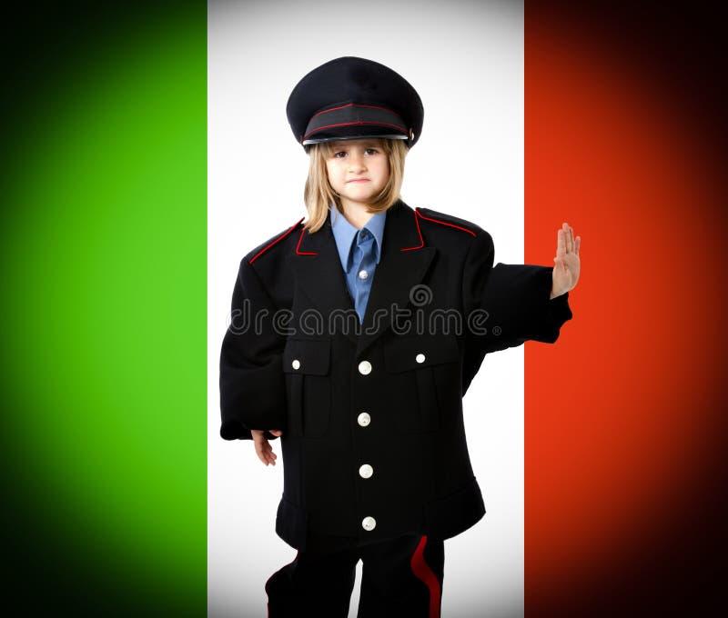 Italiaanse carabiniere met de vlag van Italië stock foto's