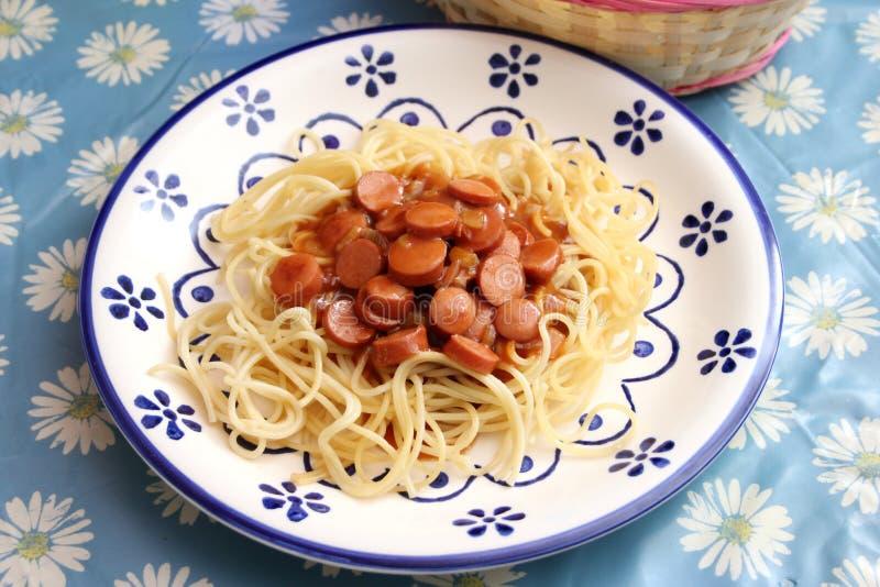 Italiaanse deegwaren met een saus van tomaten royalty-vrije stock fotografie