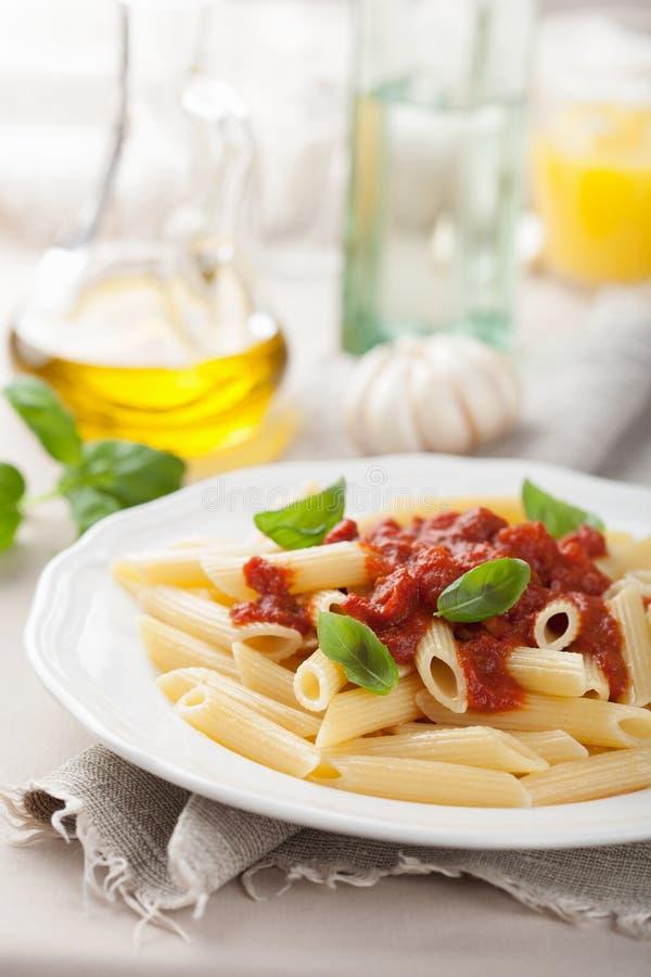 Italiaanse deegwaren met tomatensaus royalty-vrije stock foto