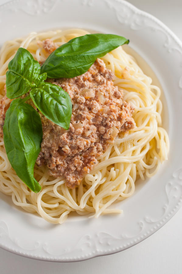 Italiaanse deegwaren met saus royalty-vrije stock fotografie