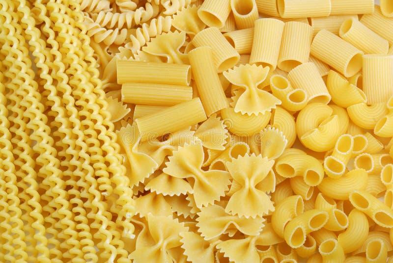 Italiaanse deegwarenachtergrond stock afbeelding