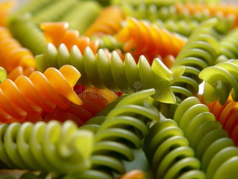 Italiaanse deegwarenfusilli rode en groene 3 stock foto's