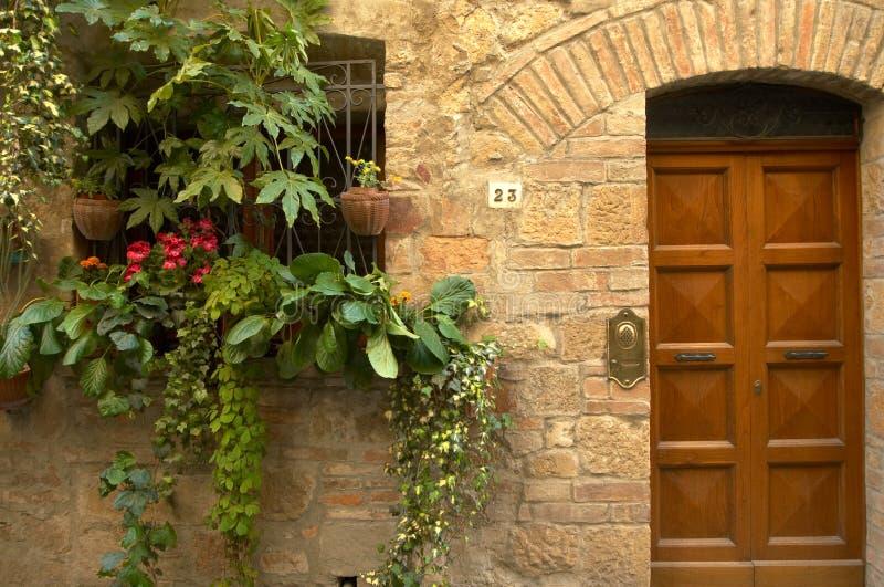 Italiaanse deuropening stock afbeelding