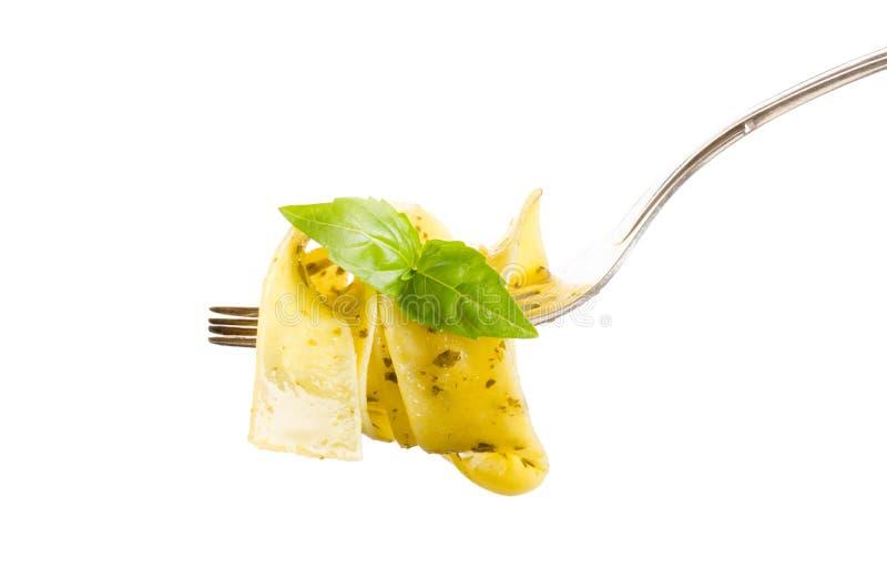 Italiaanse die deegwaren op vork op wit wordt geïsoleerd stock foto's