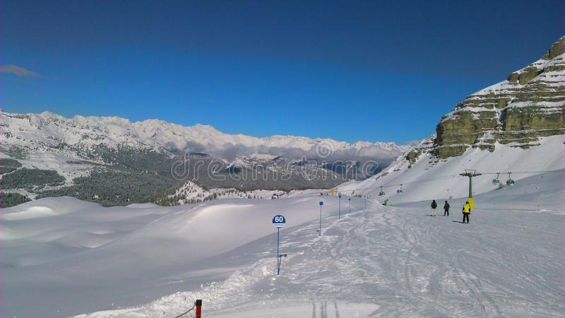 Italiaanse dolomits, skying vakantie in alpen, trento stock foto