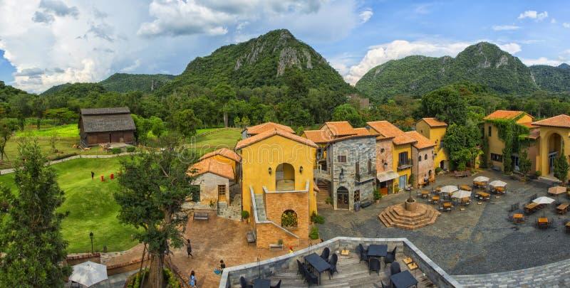 Italiaanse dorpsstijl royalty-vrije stock afbeelding