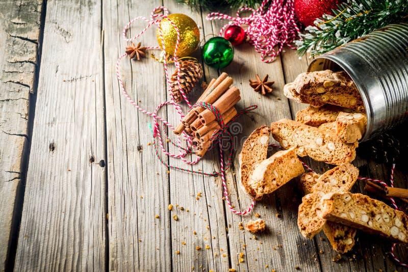 Italiaanse eigengemaakte dubbel-gebakken biscotti stock afbeeldingen
