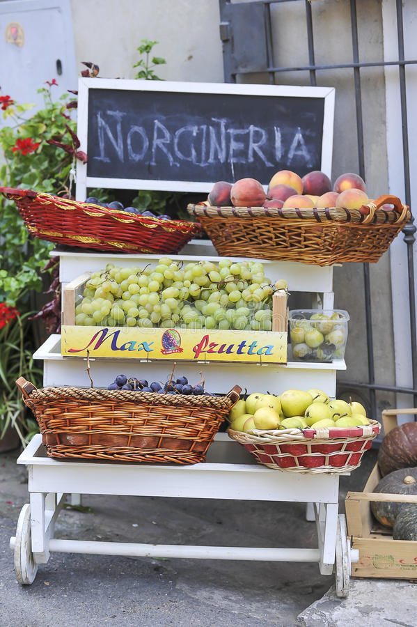 Italiaanse fruitwinkel royalty-vrije stock afbeelding