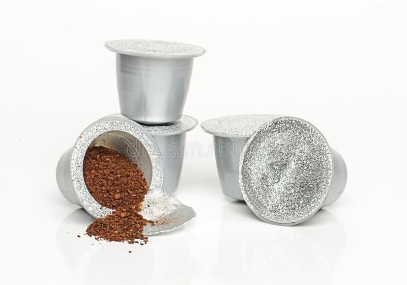 Italiaanse geïsoleerde espressocapsules royalty-vrije stock afbeelding