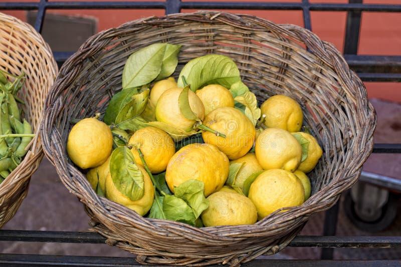 Italiaanse gele Citroenen royalty-vrije stock foto's