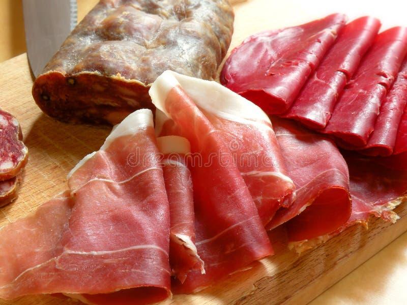 Italiaanse ham en salami stock foto's