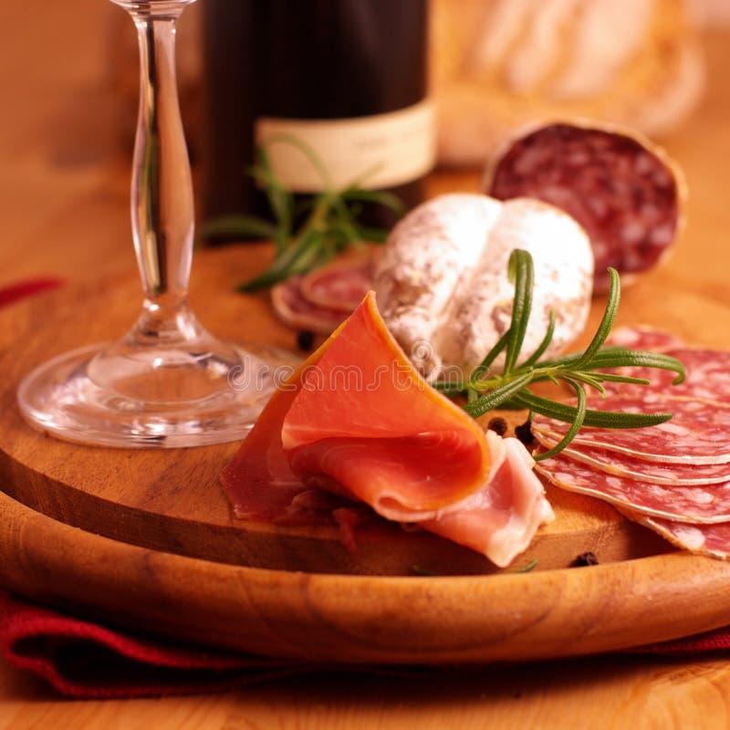 Italiaanse ham en salami royalty-vrije stock afbeelding