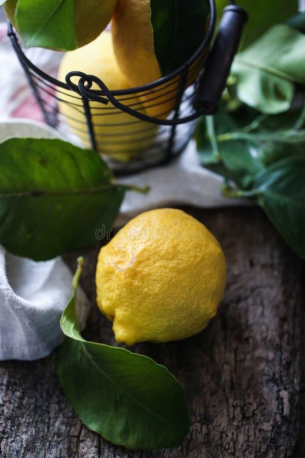 Italiaanse heerlijke Amalfi citroenen royalty-vrije stock afbeeldingen