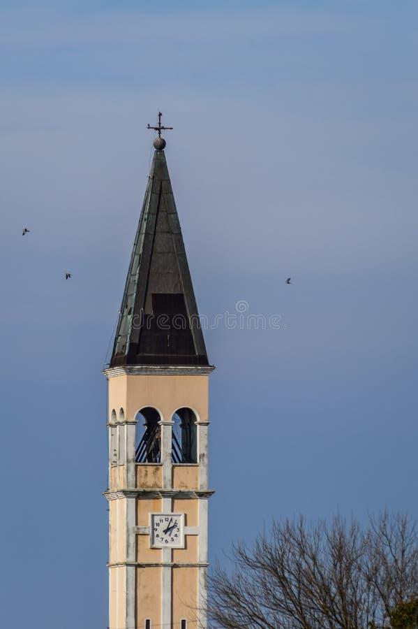 Italiaanse Klokketoren in Villanova Marchesana, Rovigo, Italië royalty-vrije stock fotografie