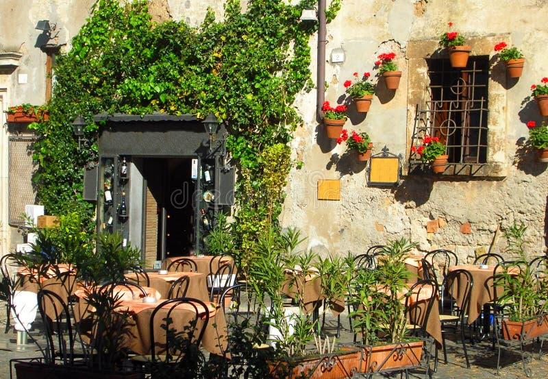 Italiaanse openluchtkoffie en wijnstaaf royalty-vrije stock foto's