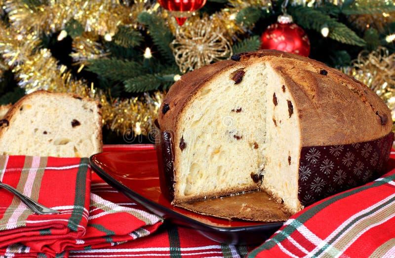 Italiaanse Panettone in het Plaatsen van Kerstmis stock fotografie