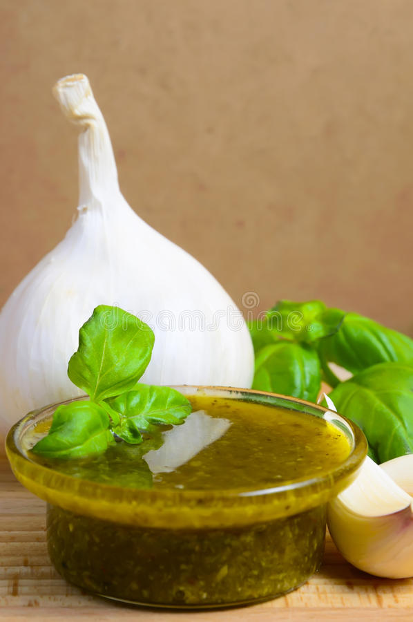 Italiaanse pesto stock foto