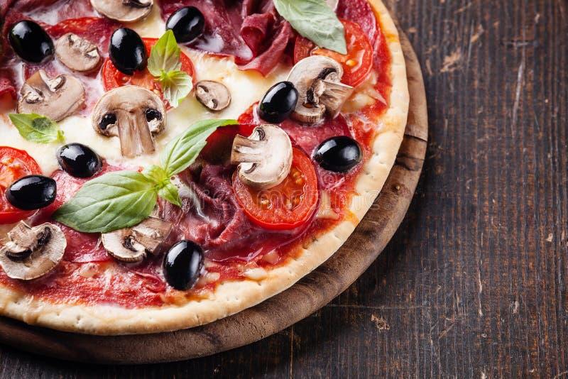 Italiaanse pizza stock foto's