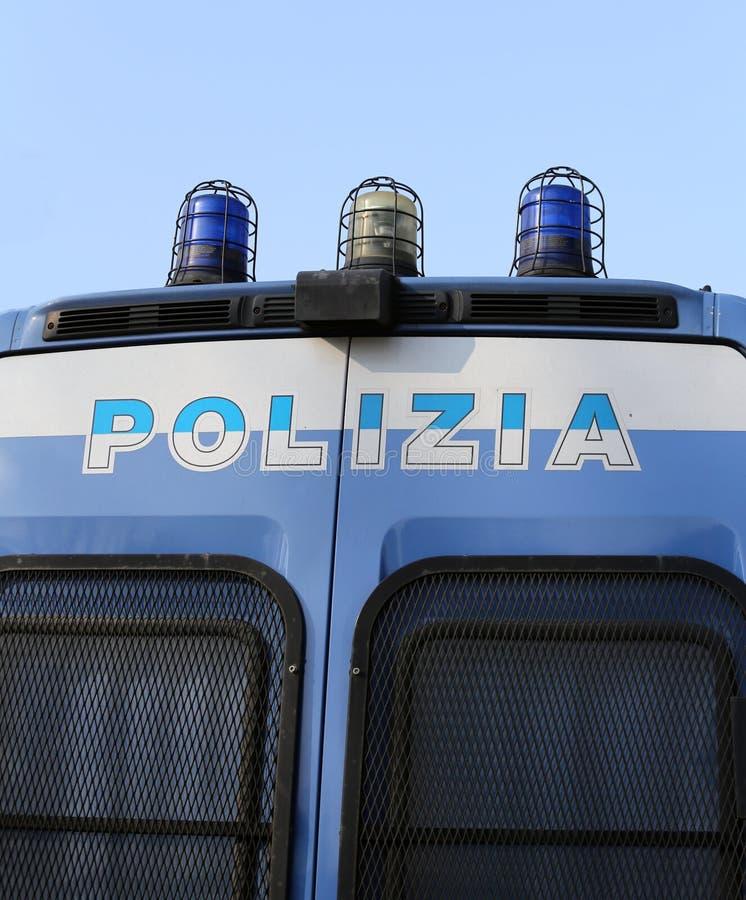 Italiaanse POLITIEpick-up met sirene stock afbeelding