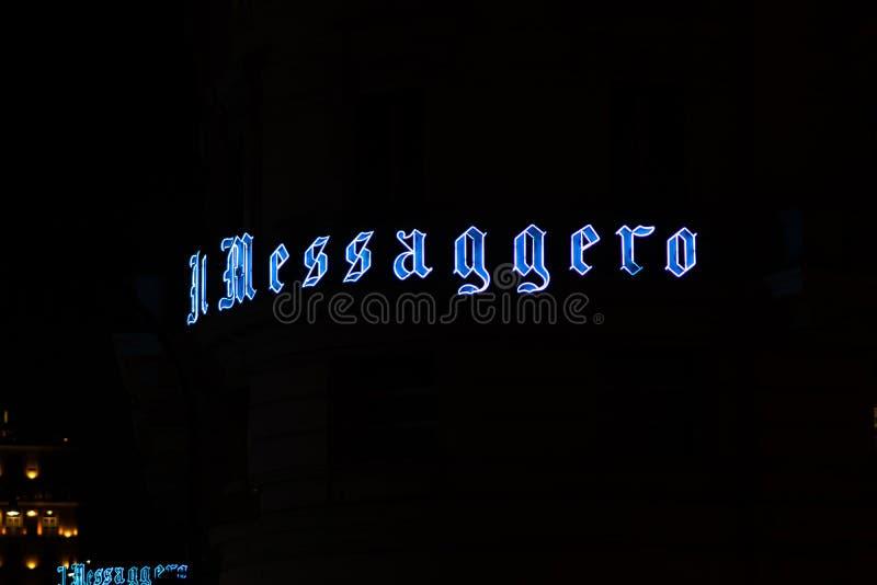 Italiaanse signage van krantenil Messaggero, Rome, Italië royalty-vrije stock foto