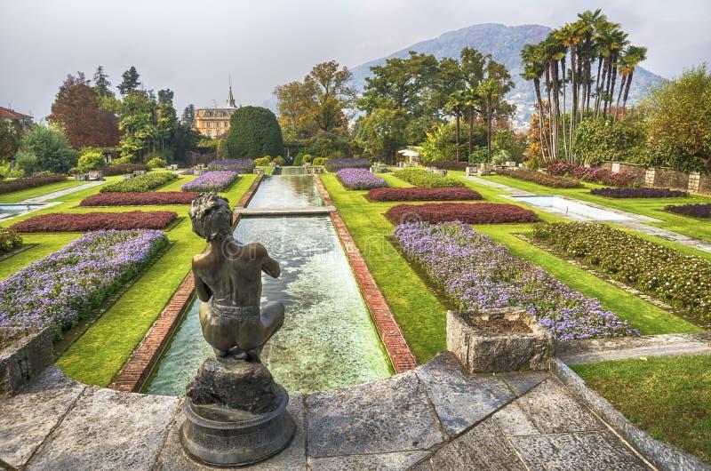 Italiaanse tuin in de Herfst stock fotografie