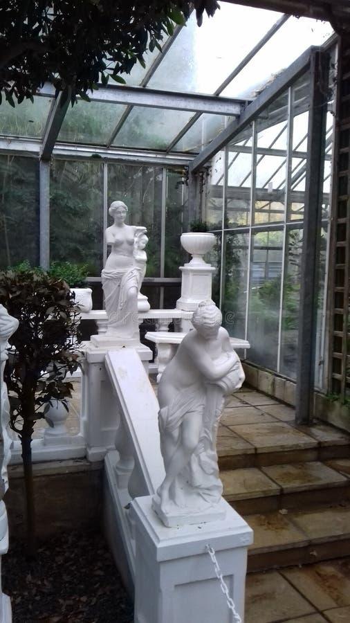 Italiaanse tuin met standbeelden royalty-vrije stock fotografie