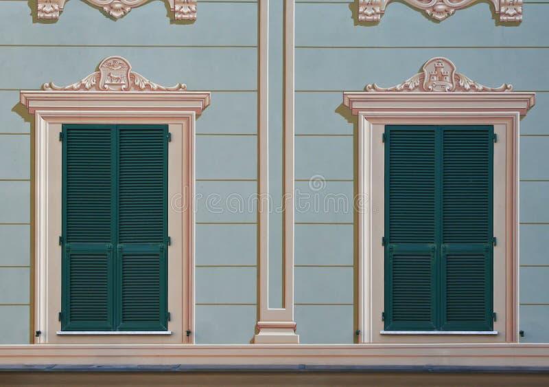 Italiaanse verfraaide vensters royalty-vrije stock foto's