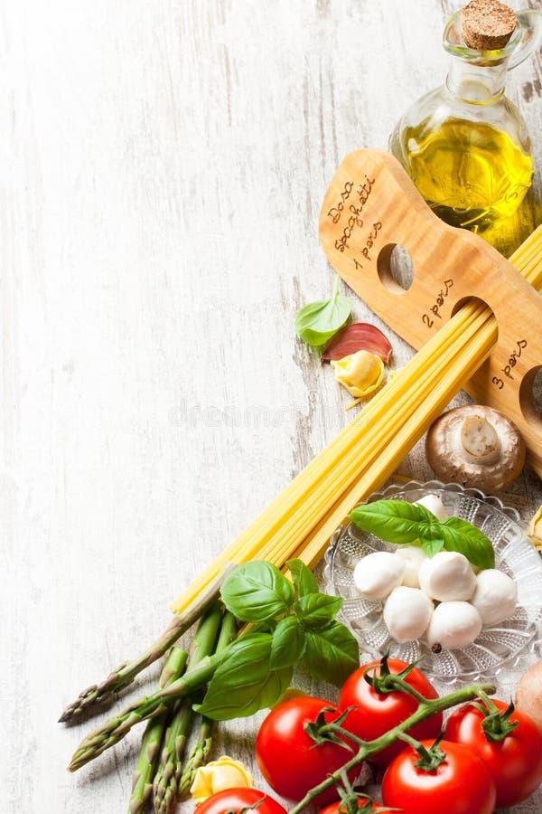 Italiaanse voedselachtergrond stock foto