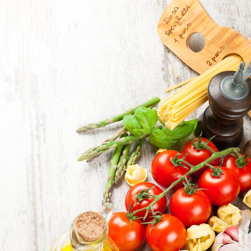 Italiaanse voedselachtergrond stock foto's
