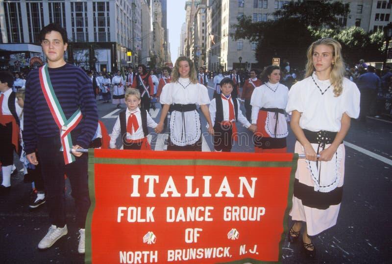 Italiaanse Volksdansgroep die in Columbus Day Parade, de Stad van New York, New York marcheren royalty-vrije stock afbeelding