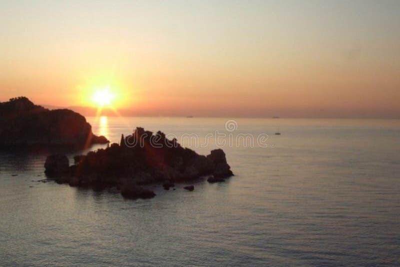 Italiani de turisti de Dai de cliccate de ¹ de pià de ricerca de Di de Le chiavi : La Sicilia è dans le testa ! photo libre de droits
