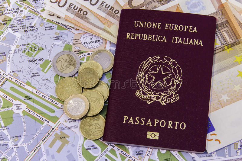 Italiano do passaporte do dinheiro e mapa de Roma imagens de stock royalty free