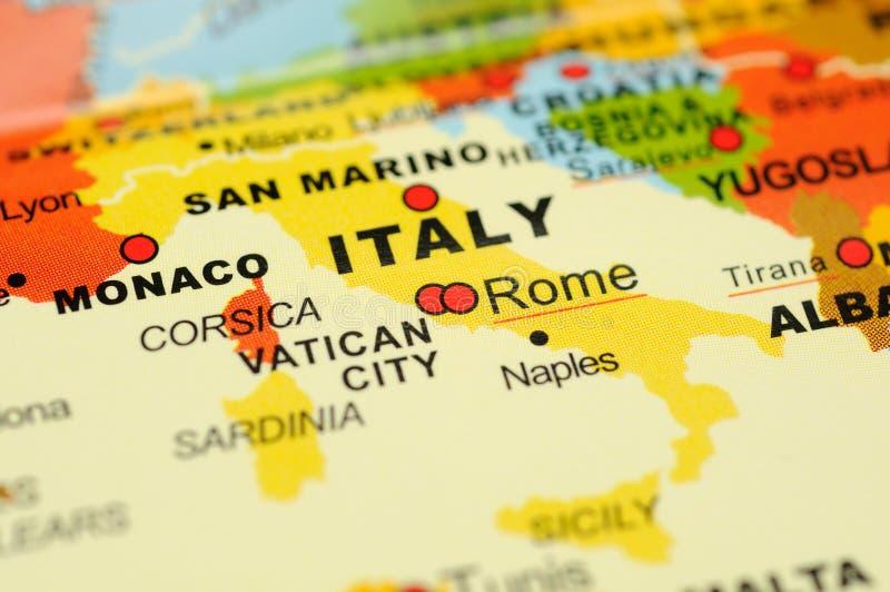 Italien auf Karte stockfotos
