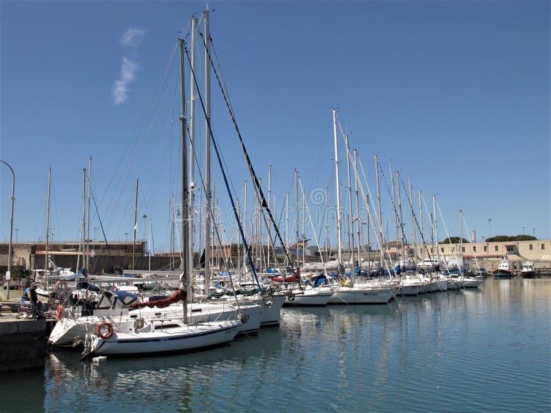 Italien, der touristische Hafen von Civitavecchia stockfotografie