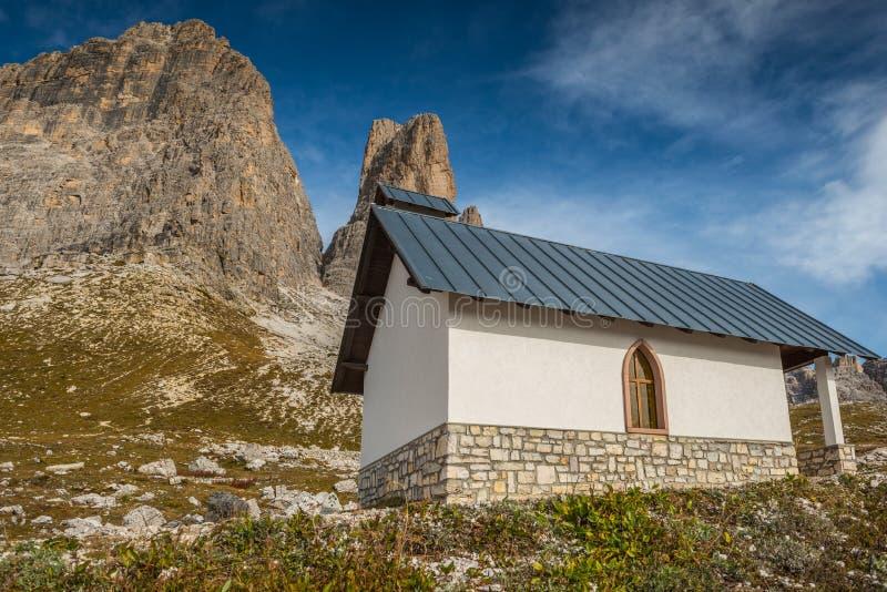 Italien dolomites i höst, södra tyrol, rifugioauronzo royaltyfri foto