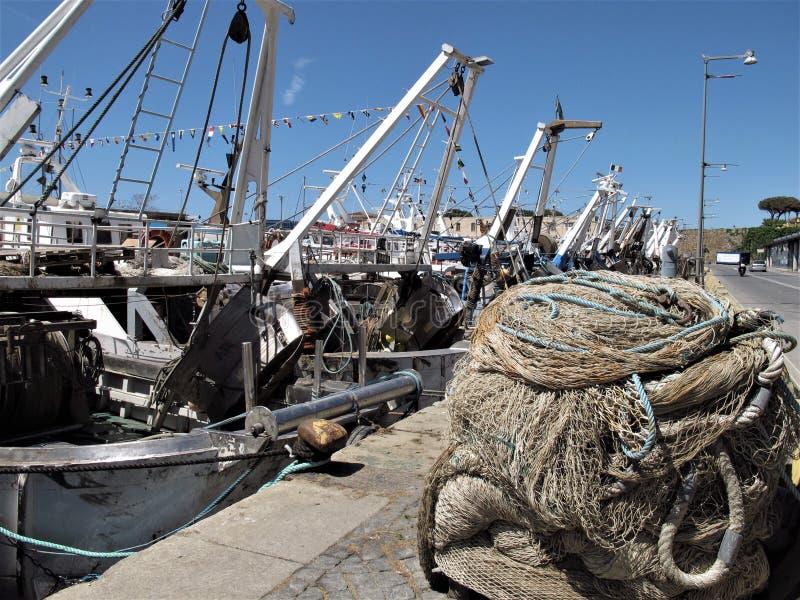 Italien, Fischereihafen von Civitavecchia lizenzfreie stockfotos