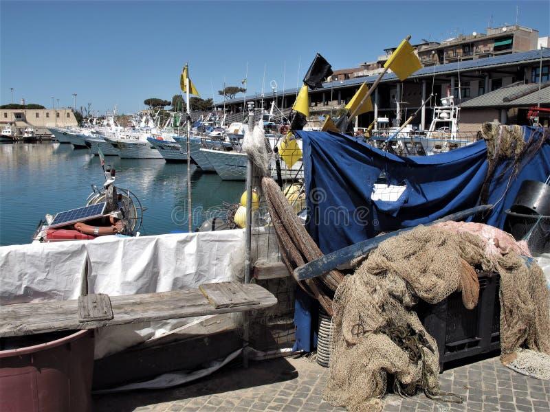 Italien, Fischereihafen von Civitavecchia lizenzfreies stockbild