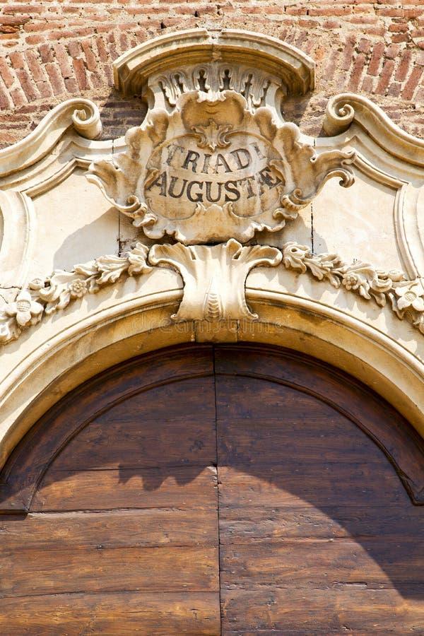 Italien-Kirche samarate Varese das alte Türeingangsmosaik lizenzfreie stockbilder