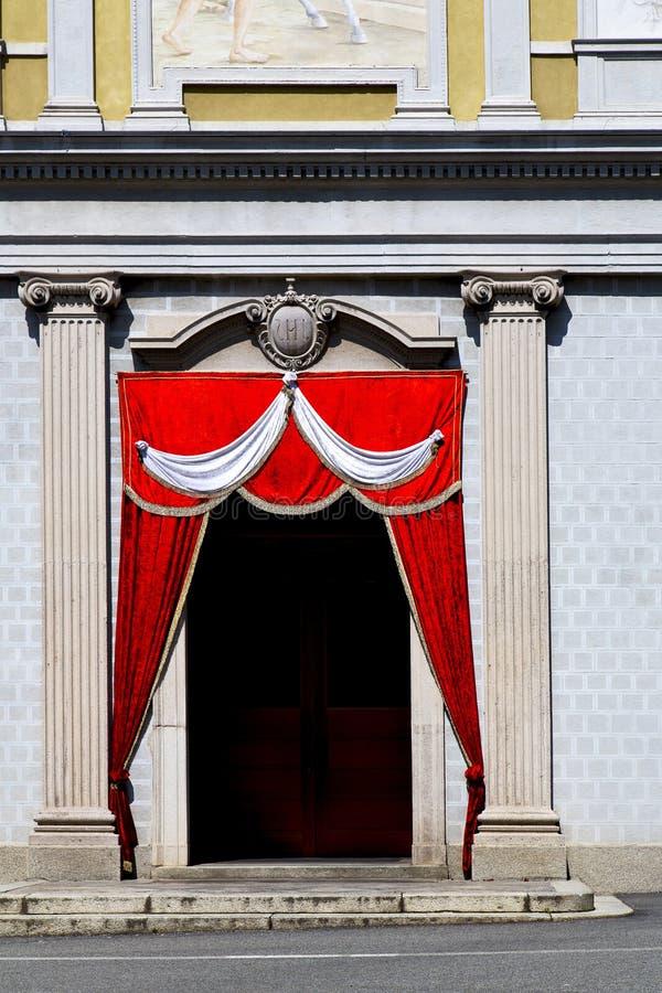 Italien Lombardei das besnate alte Schrittwand-Rot te stockbild