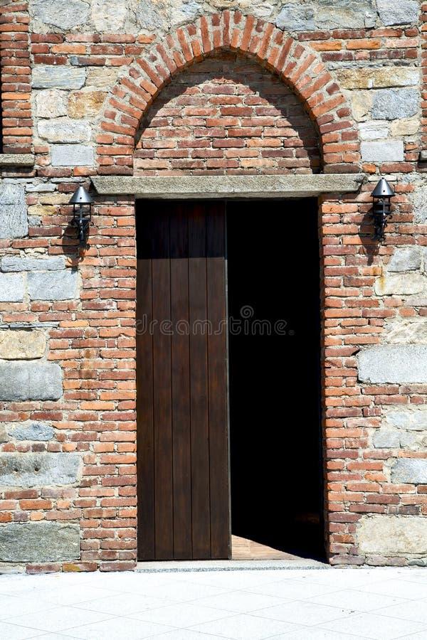 Italien Lombardei im besnate schloss Ziegelsteinschritt lizenzfreies stockbild