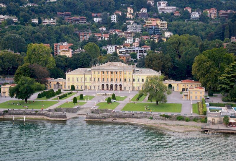 Italien, Lombardiet, Como, 8/23/2018, flygvy över sjön Como och staden royaltyfri bild