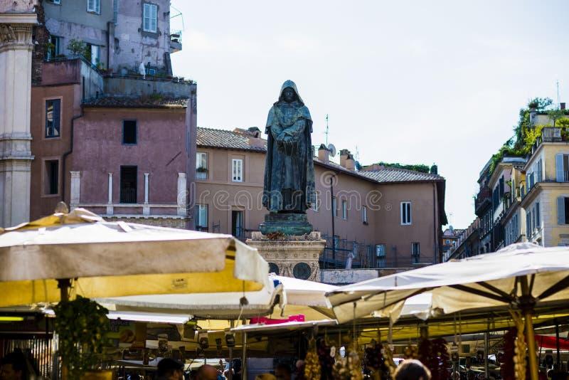 Italien Rome, Campo deiFiori fyrkant, marknadsdag royaltyfria foton