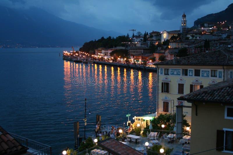 Italien. See Garda. Limone sul Garda Stadt lizenzfreie stockfotografie