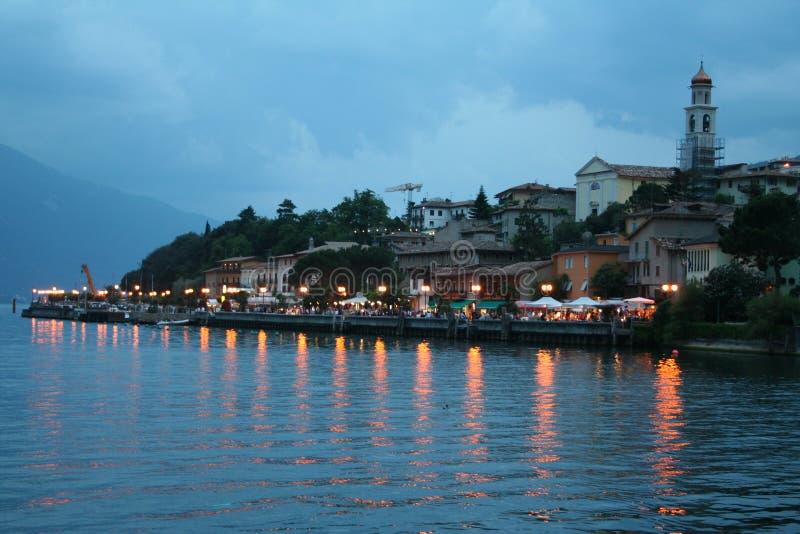 Italien. See Garda. Limone sul Garda Stadt. stockfotos