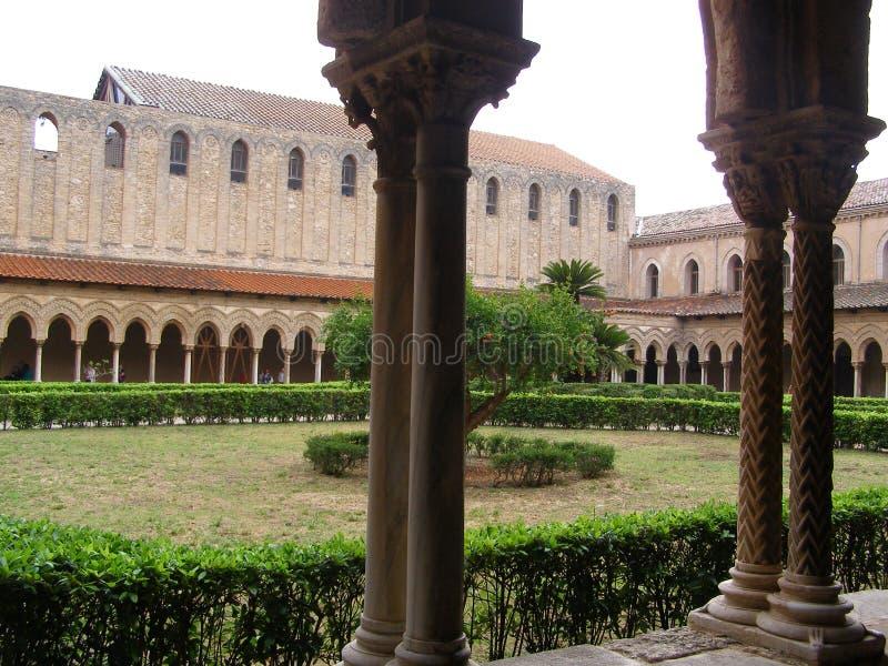 Italien Sicilien Monreale domkyrka MedievalCloister arkivfoto